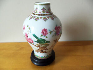 Elegant Color Painted Flower and Bird China Vase