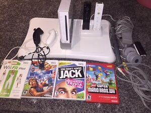 Nintendo Wii, Wii fit, 2 controllers and games