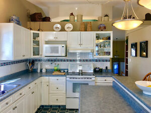 Charming bi-level home located in Mission Park, QUIET location!