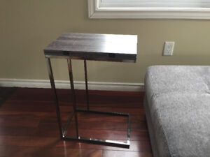 Expandable swivel side c -  table