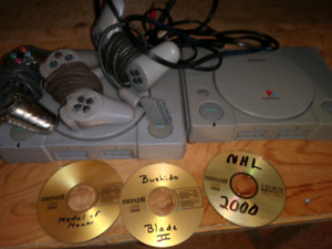 2 PLAYSTATIONS WITH 4 CONTROLLERS AND FEW BURNT GAMES PS1