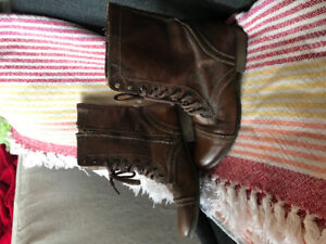 Steeve Madden brown combat boots - size 9.5