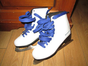 Size 4 Skates only worn once!