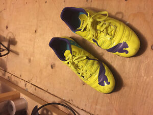 Turf / Indoor Soccer Shoes size 8.5 Puma
