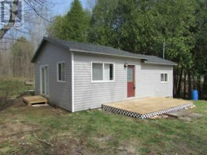 Palmerston Lake Area: Affordable Renovated 1 BR Cottage