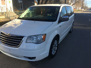 2008 Chrysler Town & Country Touring /private sale
