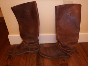 Roots tribal leather boots