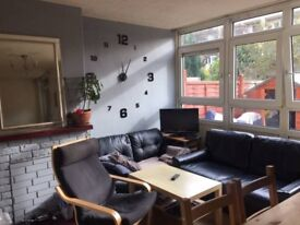 Cosy Room Is Available in a Nice House- No Bills-Weekly Rent