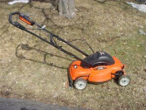 Lawnmower - Black and Decker MM 765 18in Mulching