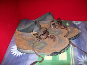 Hi Tec suede and canvas boots women's size 11 London Ontario image 2