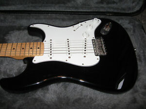 70's Re-issue Stratocaster with Hardshell Case