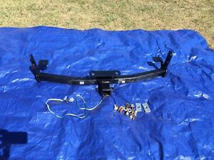 Trailer hitch like new. Fits 2011 equinox  London Ontario image 1