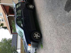 2004 Ford Escape SUV, Crossover