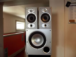 polkaudio  speakers  and subwoofer  matching  set