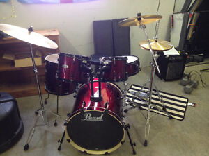 Excellent condition pearl forum drum kit