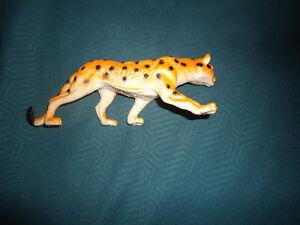 plastic cheetah toy figurine Kingston Kingston Area image 3