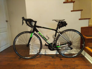 Giant Road Bike 201 7 - Contend 1 - Like new (Barely used)