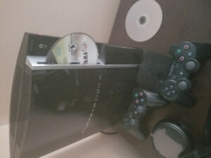PS3 WITH 2 CONTROLERS + REMOTE CONTROL