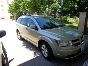 Dodge Journey SXT, V6, 2010, Gold Metallic, 135700km.  $6500