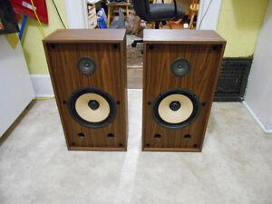 Vintage Stereo speakers.  Great sound!  LOOK