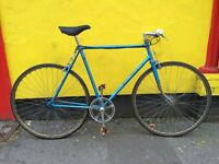 VINTAGE FIXIE RETRO ROAD BIKE WITH STRAIGHT BARS WASY TO RIDE IDEAL STUDENT COMMUTER COURIER BIKE