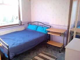 Room in 3 bedroom house share all bills included text 07888832828