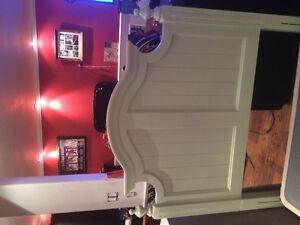 Gorgeous twin bed like new Oakville / Halton Region Toronto (GTA) image 2