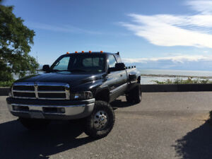 1998.5 Dodge Power Ram 3500 Diesel Pickup Truck