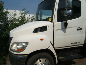 2005 Hino with 20 foot box and power tail gate