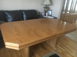 Solid Oak Dinning Room Table with six Chairs