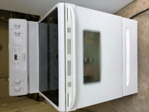 """Frigidaire 2 yrs old 30"""" electric glass top stove range oven"""