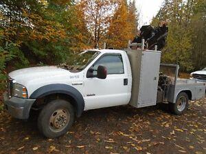 2006 Ford XLT F550 4x4 diesel crane picker truck