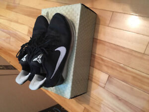 Kobe AD new basketball Shoes size 5.5