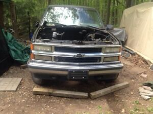 parting out a1998 Chevrolet Silverado 1500 Pickup Truck