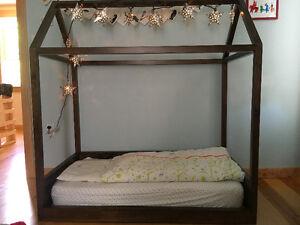 Playhouse toddler bed