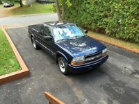 2002 Chevrolet S-10 LS Pickup Truck (Pas de taxes/ No Taxes)