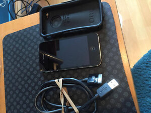 perfect condition iphone 4 16GB (charger and case included)