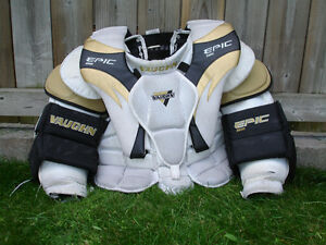 VAUGHN Epic 8600 chest protecter Senior size small
