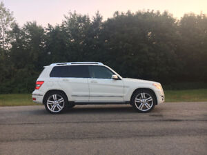 2010 Mercedes-Benz GLK-Class 4MATIC **PRICED TO SELL**