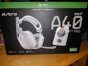 AstroA40 XBoxOne Wireless Gaming Headset BRAND NEW nvr opend