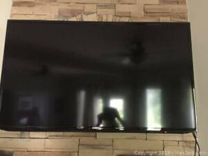 Flat screen Samsung TV and wall mount B