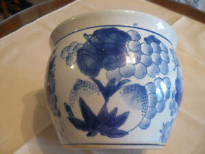 CLASSY BLUE-TONED OLD VINTAGE DECORATIVE FLOWER PLANTER