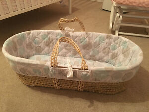Jolly Jumper Moses Basket, 2 Stands and liner sheets combo