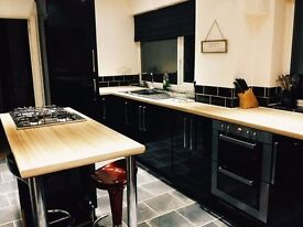 Double Room, Shared House