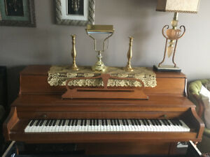 FREE William's New Scale Upright Piano-Great for budding artists