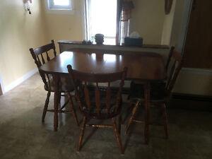 Table 4 chaises super propre