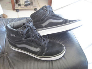 Vans off the Wall Suede Mid Top Shoes - Size 7