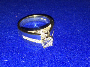 14K White gold diamond engagement ring Kitchener / Waterloo Kitchener Area image 4