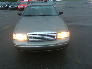 VENDU - SOLD 2003 Ford Crown Victoria LX Sedan