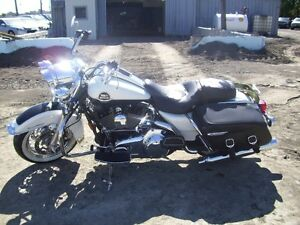 2008 HARLEY DAVIDSON FLHRC ROADKING ACCIDENTE IRRECUPERABLE